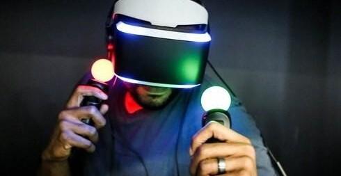 索尼的project morpheus头盔和体感手柄